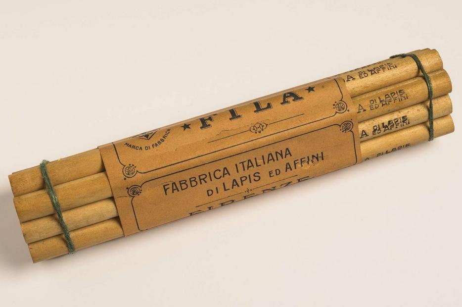 Un fascio di 12 matite Fila, 1925