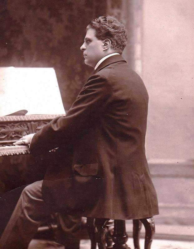 Pietro Mascagni (1863-1945) al pianoforte