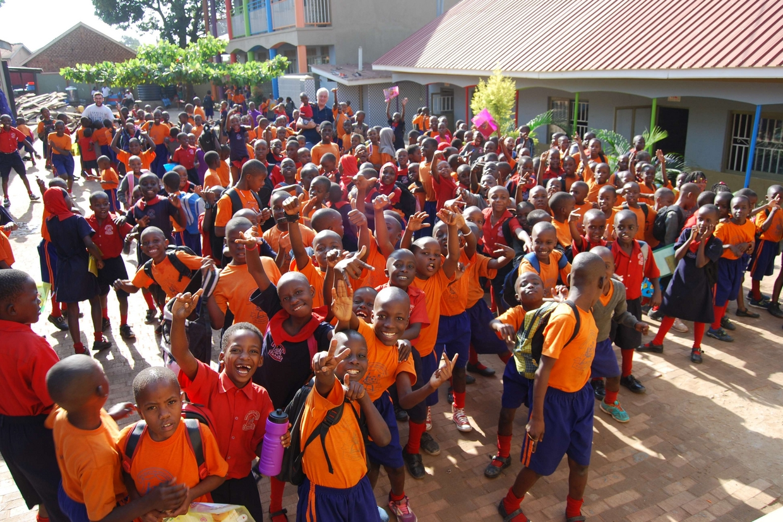 Un gruppo di alunni della Great Valley School di Kampala