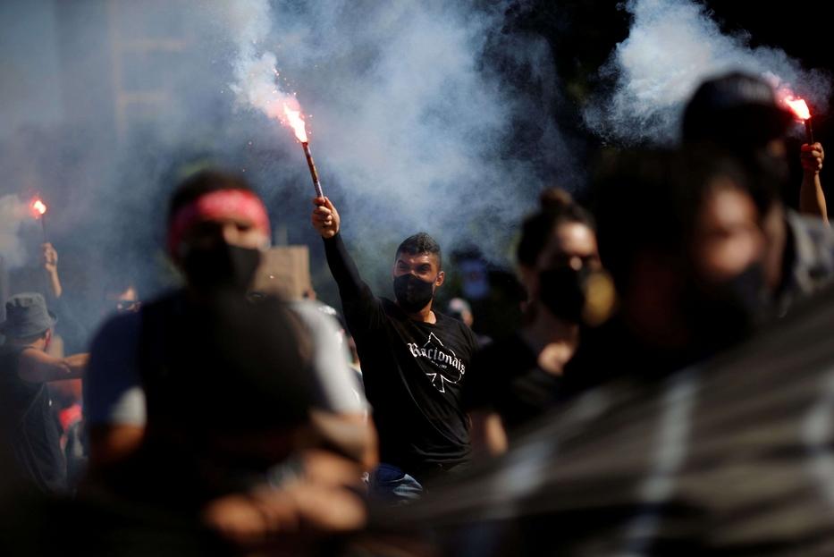 Manifestanti contestano il presidente Bolsonaro a Brasilia