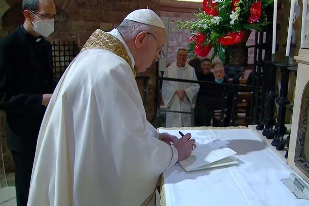 La firma dell'enciclica sabato 3 ottobre ad Assisi