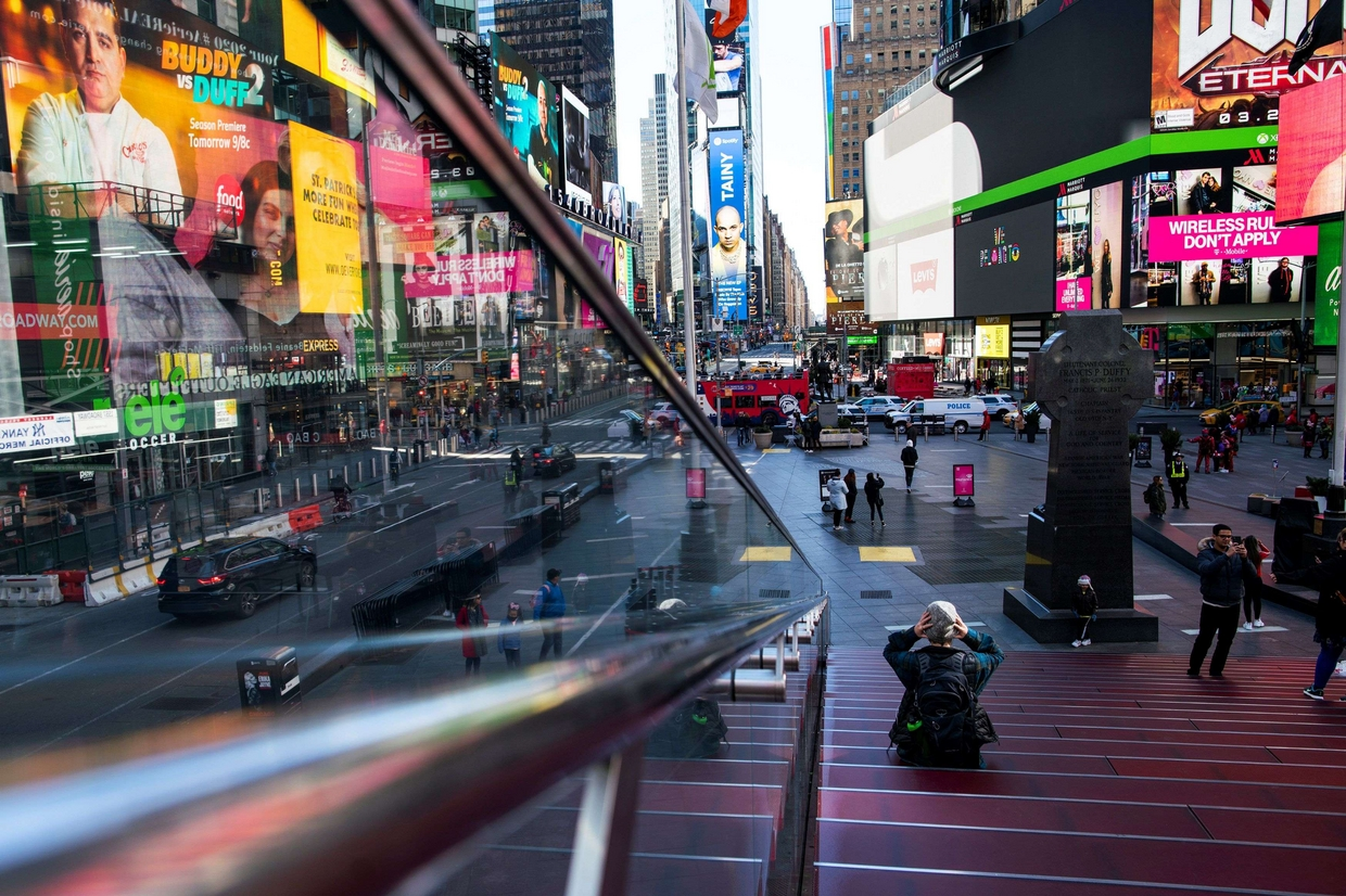 Times Square, a New York, semideserta