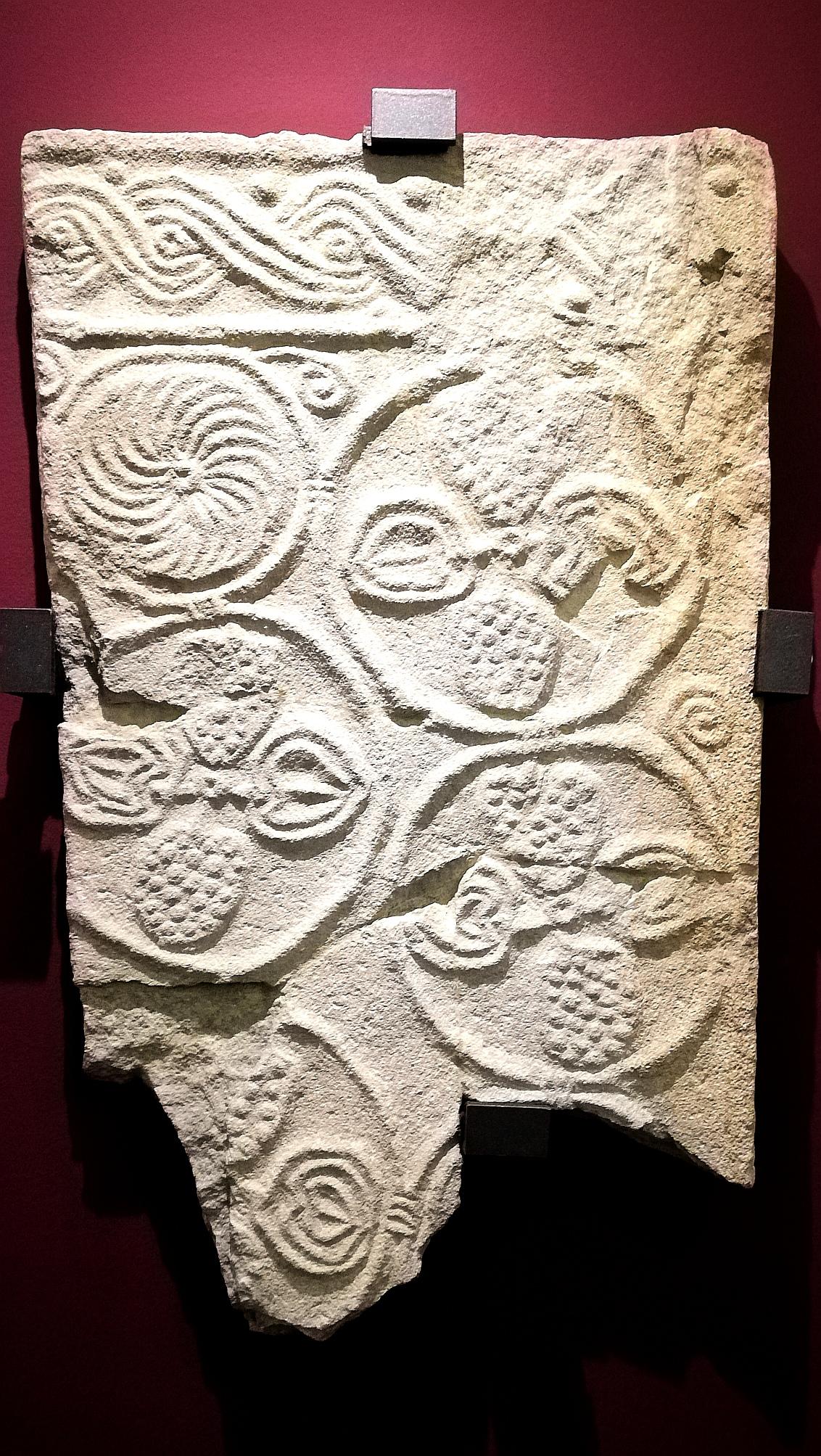 Pluteo con girali vegetali (XI secolo)
