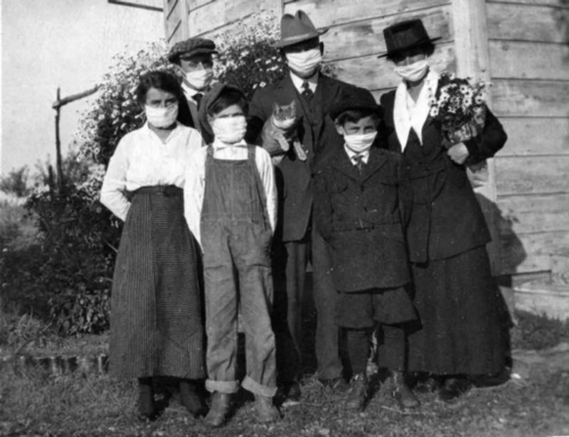 Una famiglia alle prese con l'epidemia di Spagnola del 1918