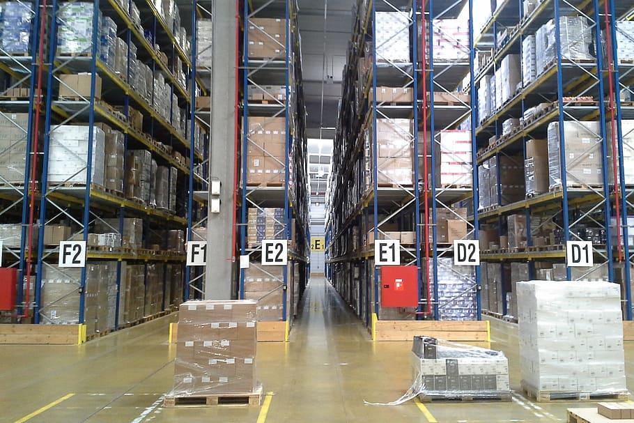 I magazzini di stoccaggio di una fabbrica