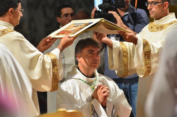Monsignor Domenico Battaglia nuovo arcivescovo di Napoli. In questa immagine di archivio, la sua ordinazione episcopale nel 2016 a Catanzaro