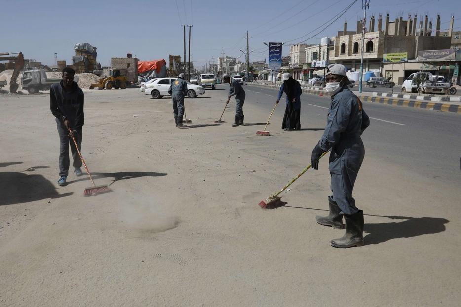 Pulizie nelle strade yemenite