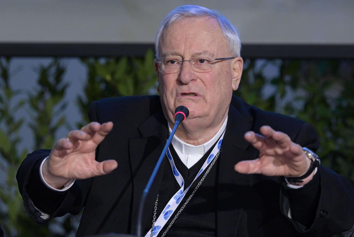 Il cardinale Gualtiero Bassetti alla conferenza stampa
