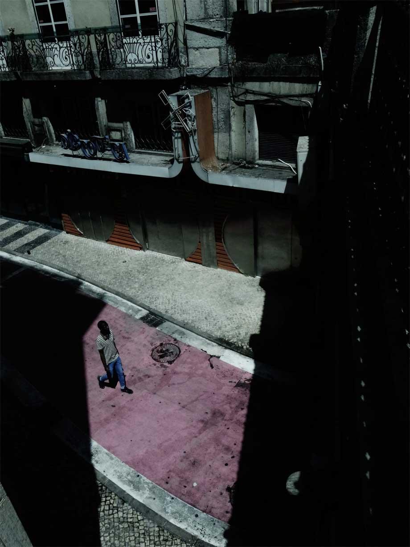 "Dal libro fotografico dei  fratelli D'Innocenzo, ""Farmacia notturna""  (Contrasto): ""Lisbona""'"