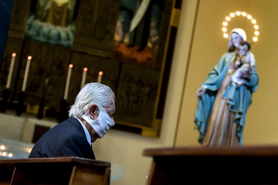 Una Messa al tempo del Covid seguendo le misure anti-contagio