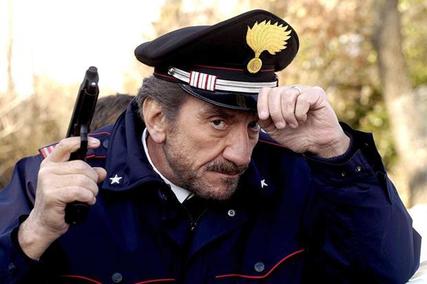 Gigi Proietti , nel ruolo del maresciallo Rocca