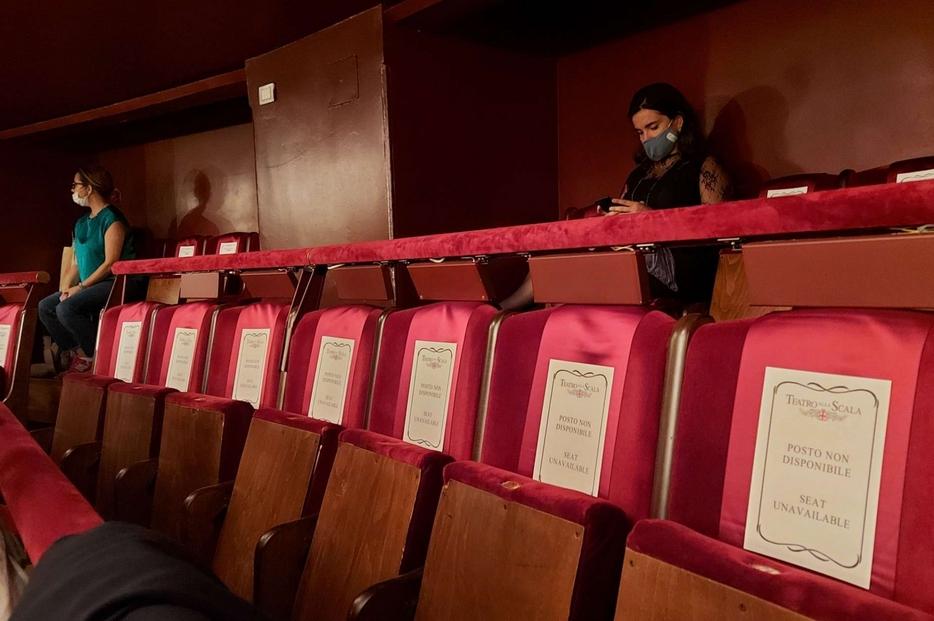 Il Teatro alla Scala di Milano con il distanziamento fisico degli spettatori