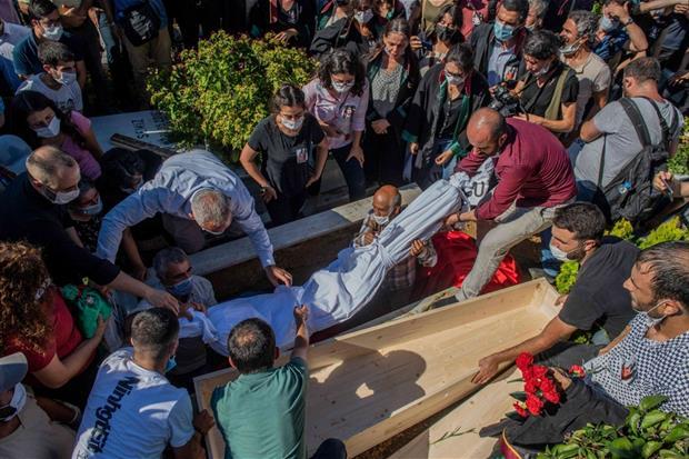 I funerali dell'avvocata Ebru Timtik