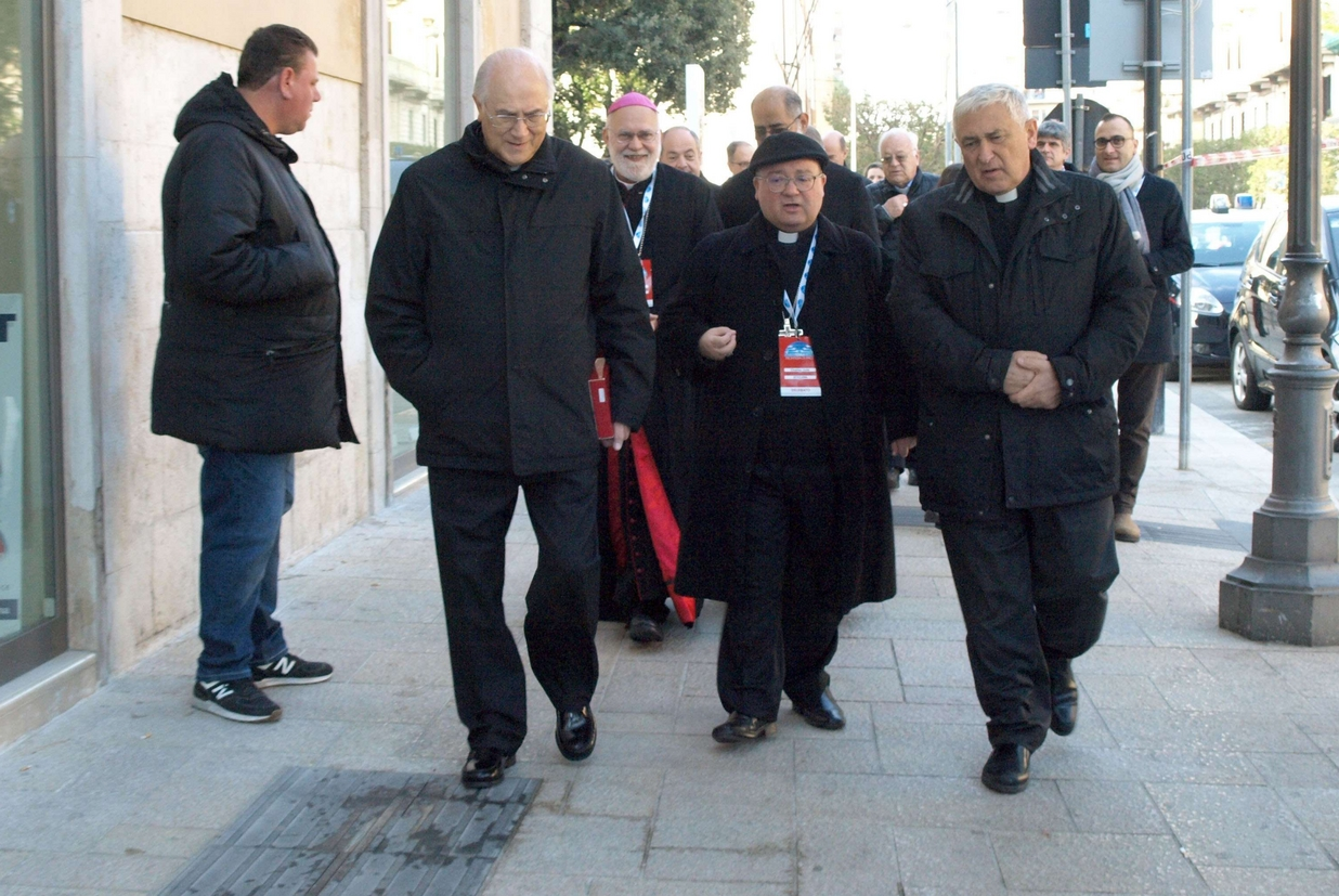 I primi vescovi già arrivati a Bari per l'incontro sul Mediterraneo