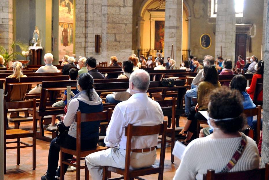 Una Messa domenicale con il popolo a Milano