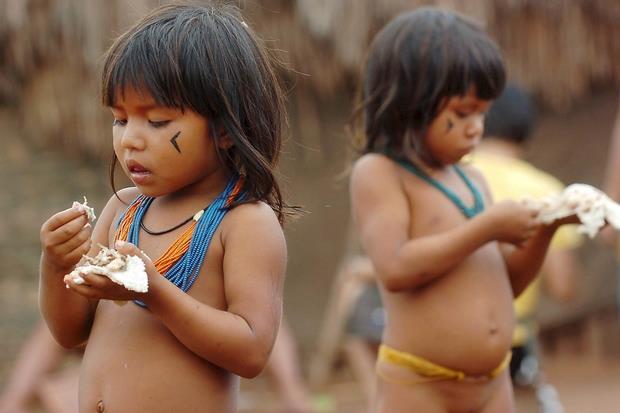 Bimbe della comunità di Canarana nel Mato Grosso: gli indigeni dicono no al piano Bolsonaro