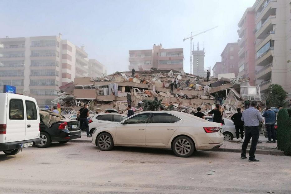 Edifici crollati nella provincia turca di Smirne, sulla costa egea