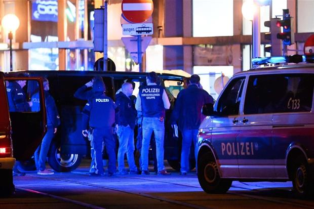 Controlli di polizia dopo l'attacco alla sinagoga