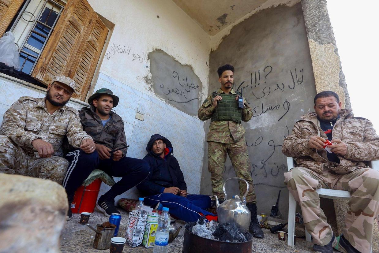 Alcuni miliziani libici in un'area a sud di Tripoli