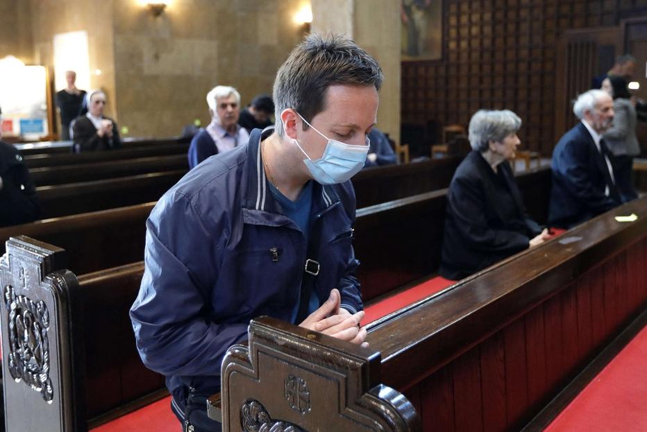 La preghiera personale in una chiesa