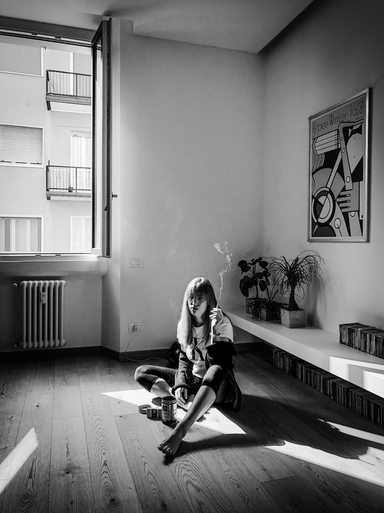 Mattia Zoppellaro. «Ogni sera a casa mia organizzo un cineforum, molto esclusivo, con soli due posti disponibili, uno per me e uno per la mia ragazza. È anche meglio del cinema, visto che si può fumare… Ieri abbiamo visto Raging Bull (Toro Scatenato). Durante la visione, abbiamo discusso assai poco amabilmente sul personaggio centrale, Jake La Motta. La bellezza del cinema sta nell'essere soggettivo, aperto a interpretazioni influenzate dalle proprie esperienze e conoscenze, dagli stimoli che ci arrivano dal mondo intorno. Recepire quel che gli altri ci trasmettono, rimeditando insieme con la persona che si ama penso sia il modo migliore per iniziare a guardare oltre quella finestra».