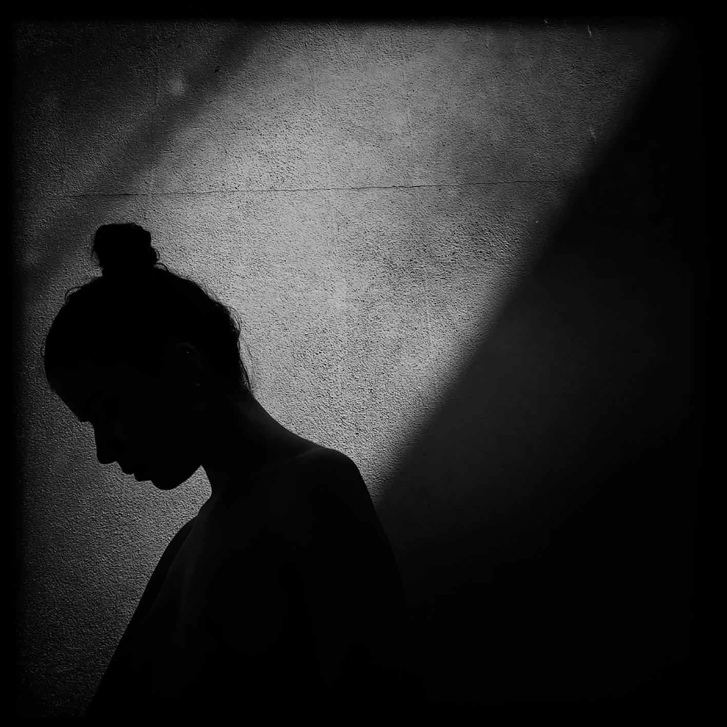 Francesco Zizola. «Io ti guardo nell'ombra e sembra non esserci altro che amore in questo tempo sospeso sul presente».