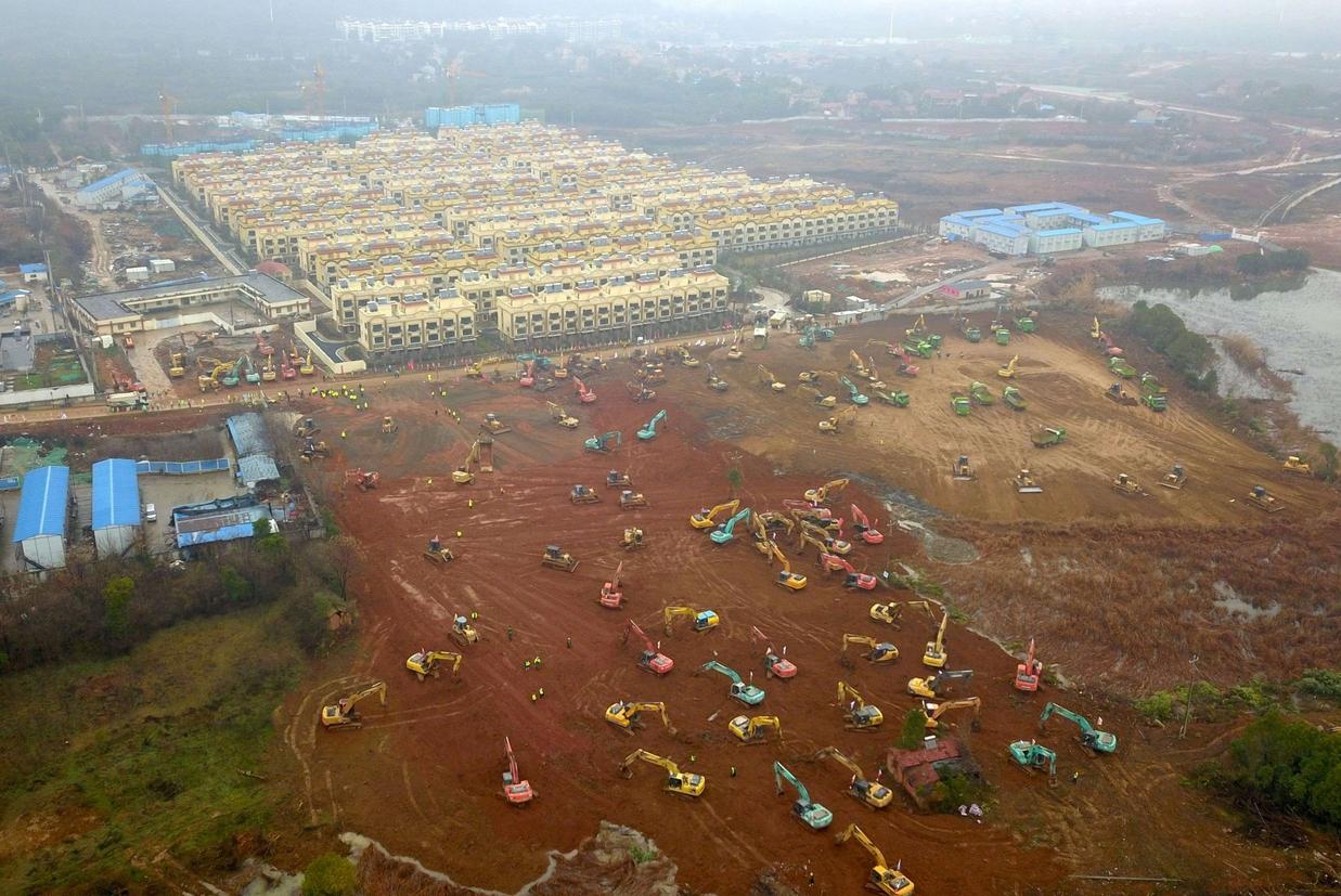 Scavi per la costruzione di un nuovo ospedali alla periferia di Wuhan