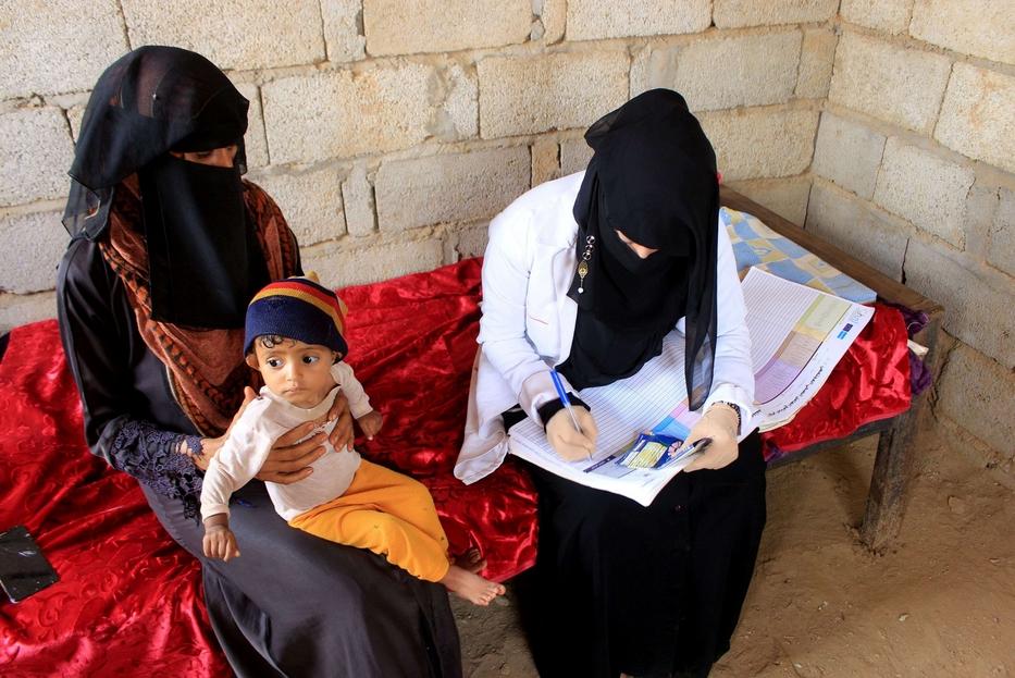 Su un registro Mahmoud segna i dati di un piccolo paziente