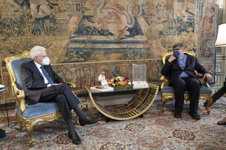 Il Presidente della Repubblica Sergio Mattarella incontra don Maurizio Patriciello
