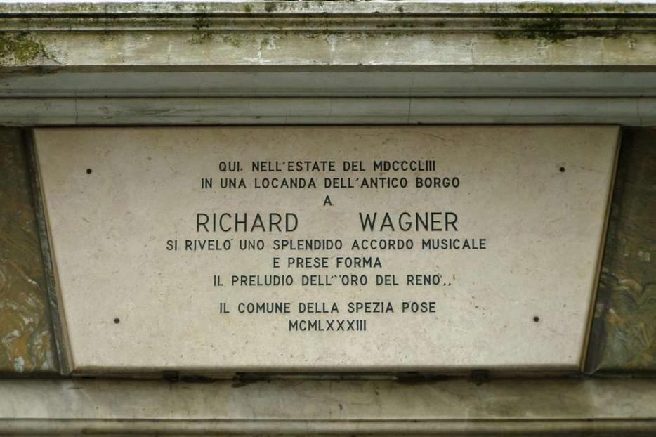 La targa che alla Spezia ricorda l'intuizione del preludio dell''Oro del Reno' di Wagner