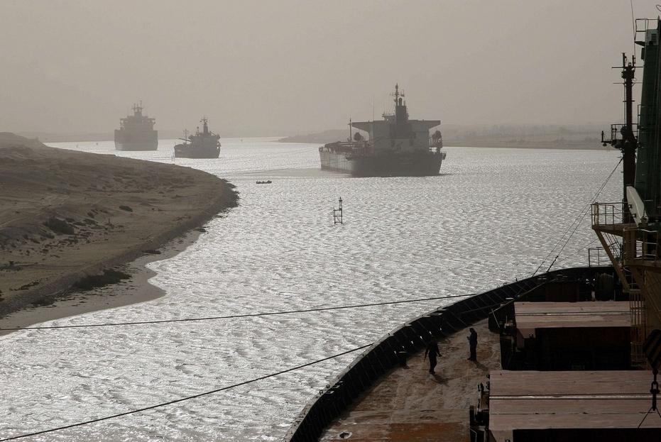 Navigazione nel Canale di Suez, in una foto di repertorio