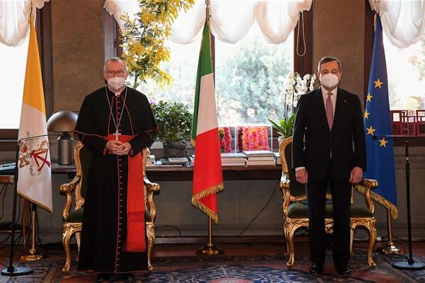 Il segretario di Stato della Santa Sede, cardinale Pietro Parolin, con il premier Mario Draghi