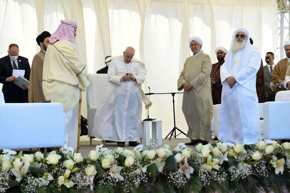 La preghiera al termine dell'incontro interreligioso di Ur