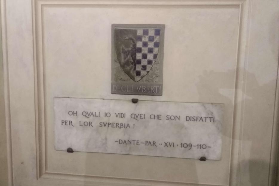 Una lapide commemorativa di Dante a Firenze