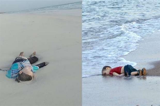 Il corpo restituito dal mare in Libia e a destra il piccolo Alan Kurdi
