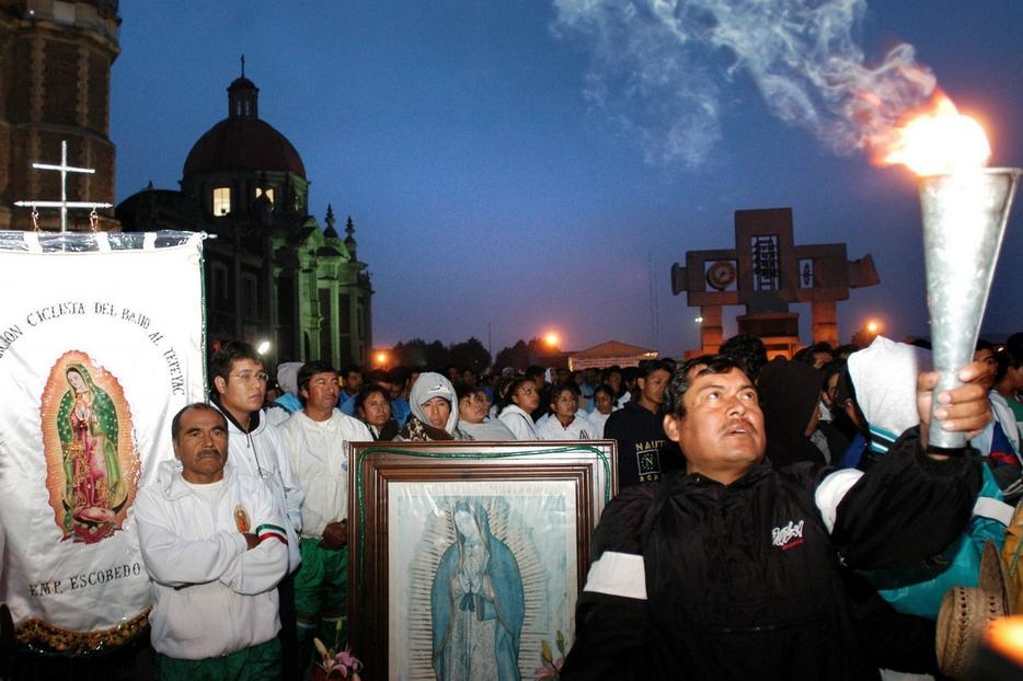 Una processione in onore della Vergine di Guadalupe