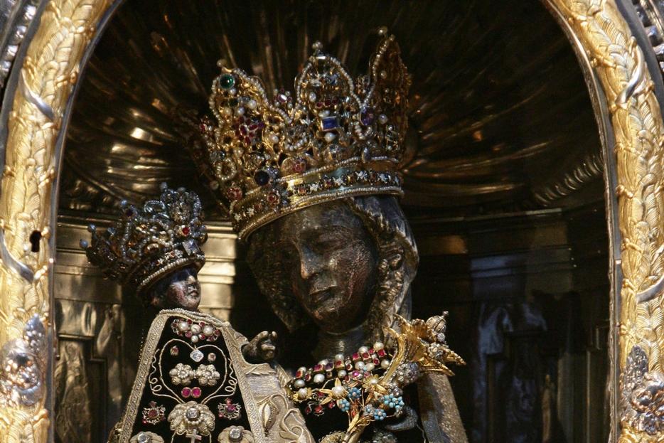 Particolare della statua della Madonna Nera