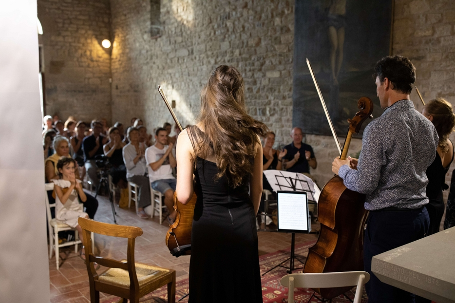 Un concerto degli allievi dell'Accademia Isola Classica sul lago Trasimeno