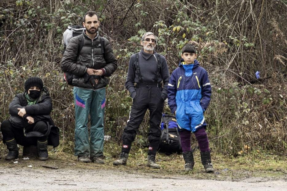 La famiglia di migranti catturata dalla polizia croata: far vedere i loro volti può essere utile a scongiurare il respingimento