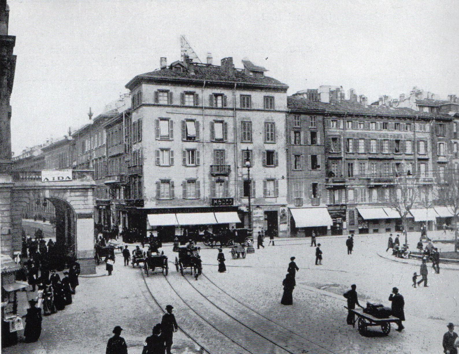 Piazza Scala a Milano nel 1895