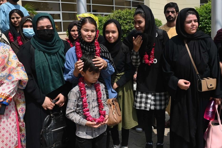 Le calciatrici della nazionale femminile giovanile afghana arrivate in Pakistan