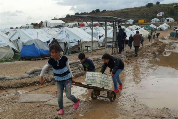 «Molti governi hanno paura di mostrarsi generosi nei confronti di chi fugge dalla fame». In una lettera pubblicata venerdì da Avvenire, il presidente del Parlamento Ue David Sassoli critica le chiusure di fronte ai bambini profughi a Lesbo.