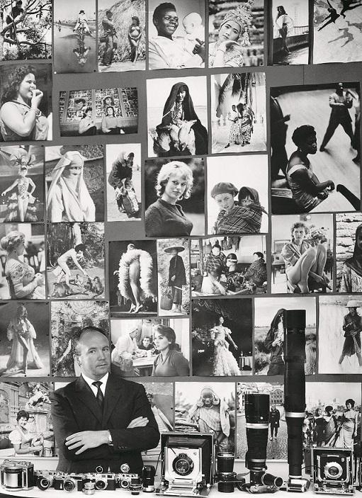 Mario De Biasi alla sua scrivania nella redazione di 'Epoca'. In primo piano l'attrezzatura fotografica, alle spalle ritratti femminili raccolti nei cinque continenti, Milano, anni ' 60