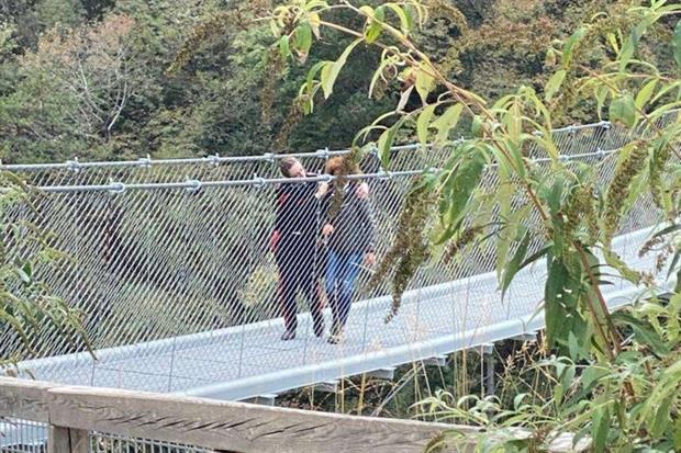 Tutto è finito: la donna rinuncia al suo progetto e torna sul ponte