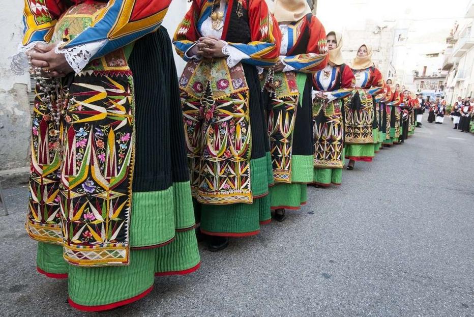 La Rete Destinazioni Pellegrinaggio Sardegna: festa della beata Antonia Mesina, i costumi tradizionali femminili di Orgosolo