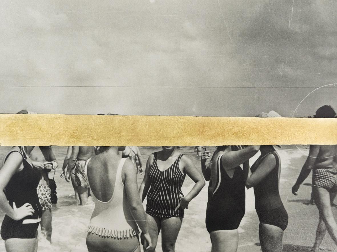 Un gruppo di donne in spiaggia, 2018, dalla serie 'Jamais je ne t'oublierai'