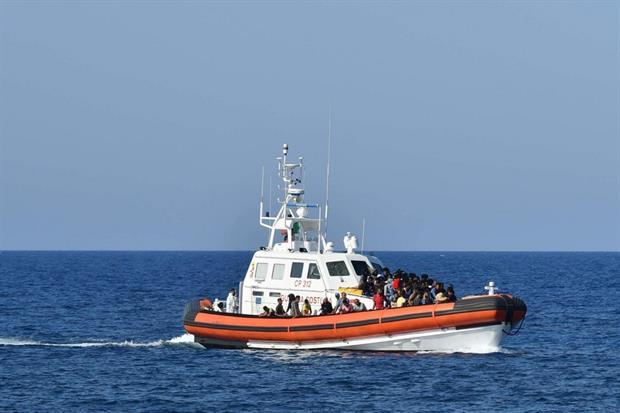 Rientro al porto con diversi migranti soccorsi in mare