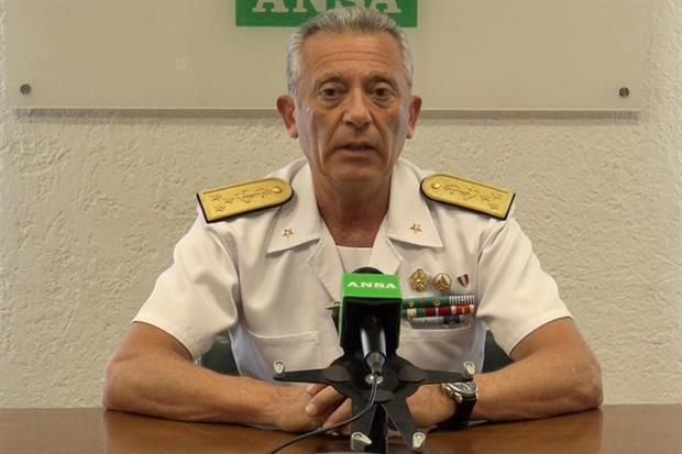 Il comandante uscente, l'ammiraglio Giovanni Pettorino