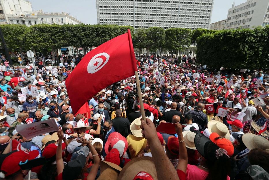 La dimostrazioni in piazza a Tunisi nei mesi scorsi
