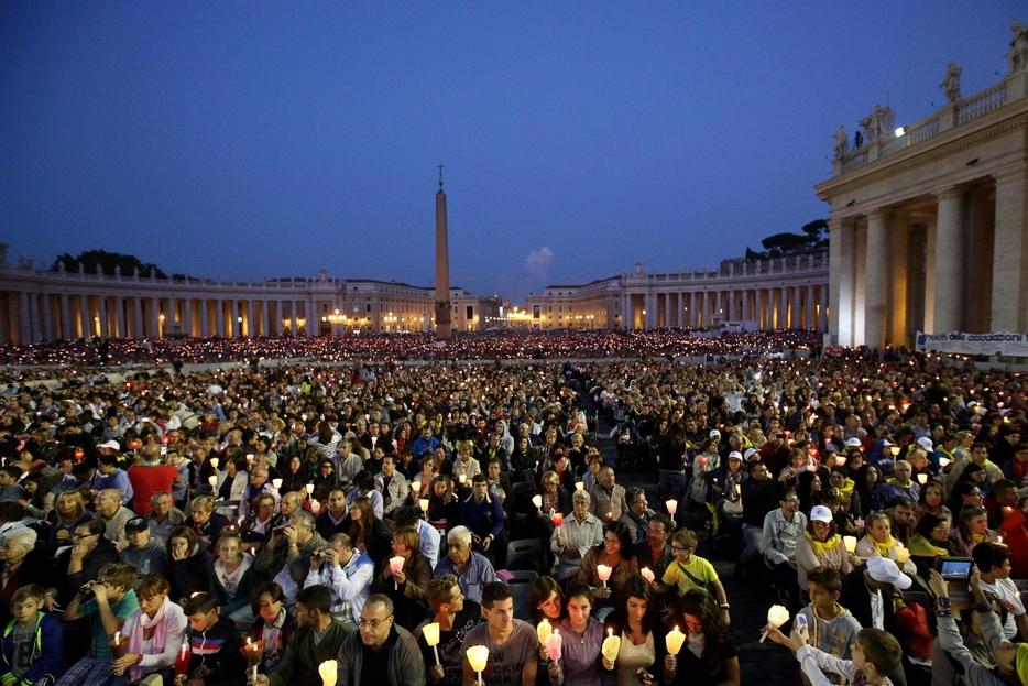 Una veglia di preghiera in Piazza San Pietro